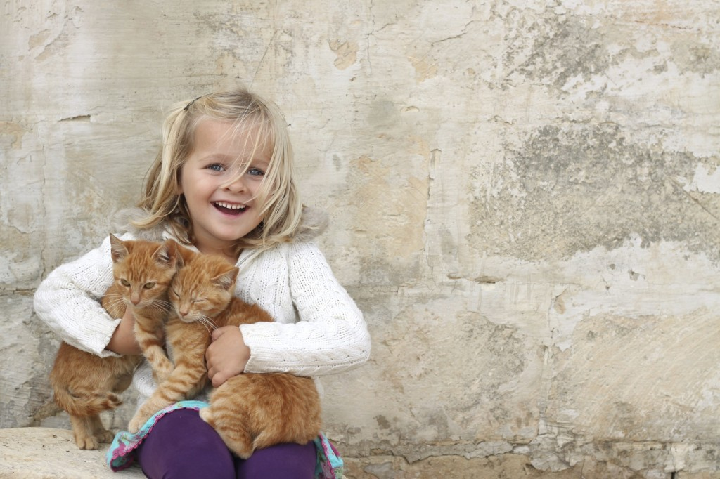 girl-with-kittens