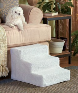 Sherpa-Covered Pet Steps are designed for small and aging cats and dogs. They ensure that your best friend can still join you on the sofa or bed if he has hip dysplasia, arthritis, other joint problems, or if he simply has short legs.