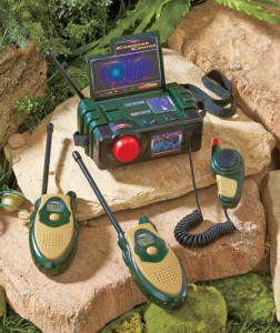 Add adventure and excitement to their pretend covert operations with the Military Walkie-Talkie Command Center.