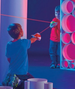 Your kids will love this dual player Discovery Kids™ Spaceship Laser Tag shooting game!