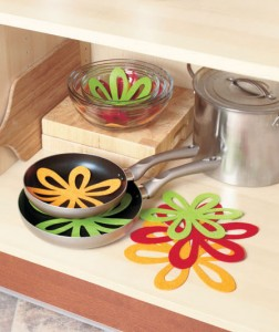 Avoid scratches and other damage caused by stacking kitchenware with this Set of 14 Felt Pan Separators.