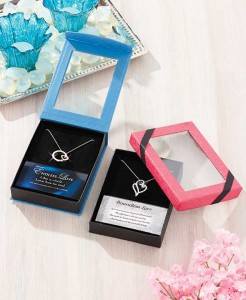 This Love Pendant Gift-Boxed Set is the perfect way to show someone how special they are to you.