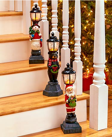 Lighted-Holiday-Lampposts