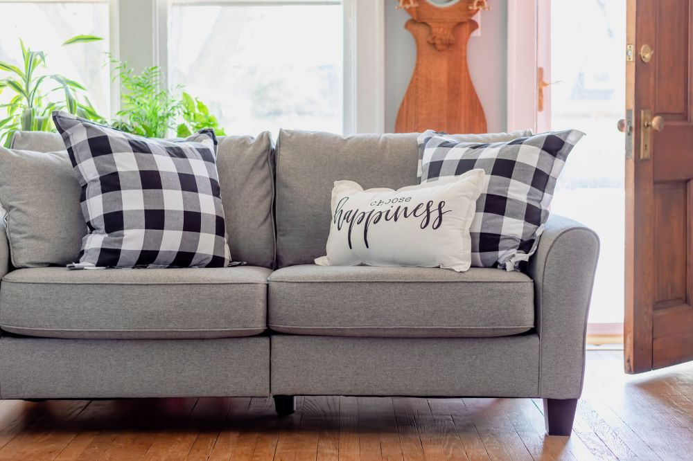 Farmhouse Decorating Tips - Gingham Pillows