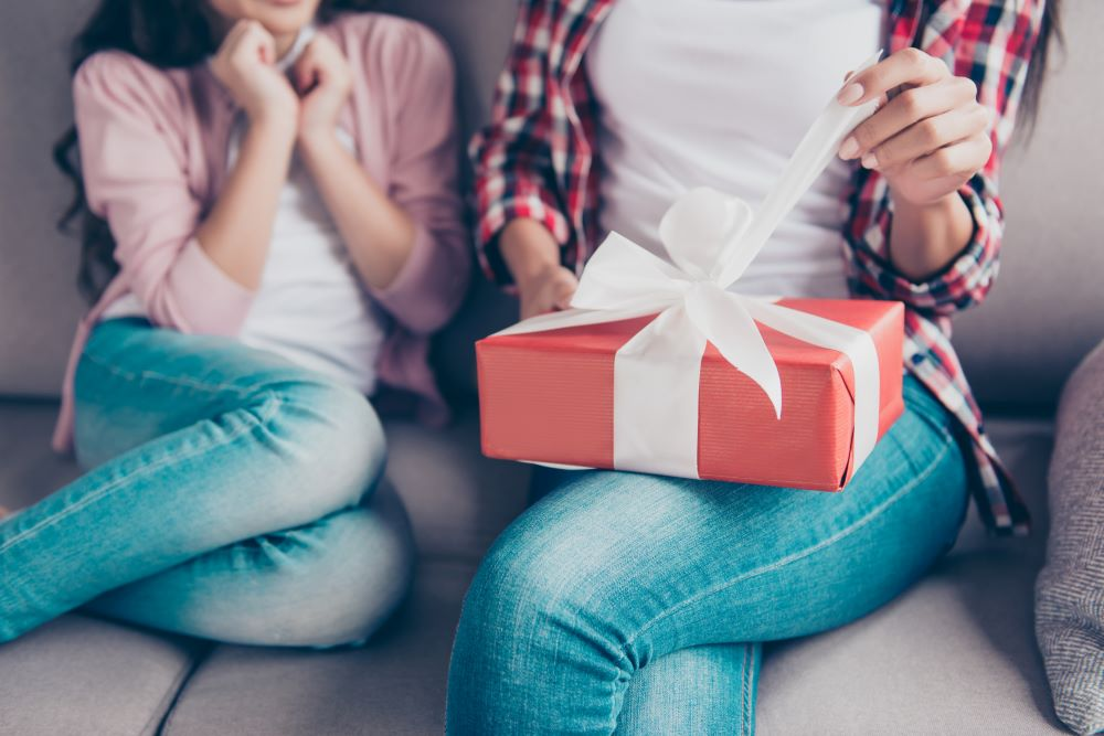 Meaningful Christmas Gift Ideas For Your Mom - Personalized Gifts