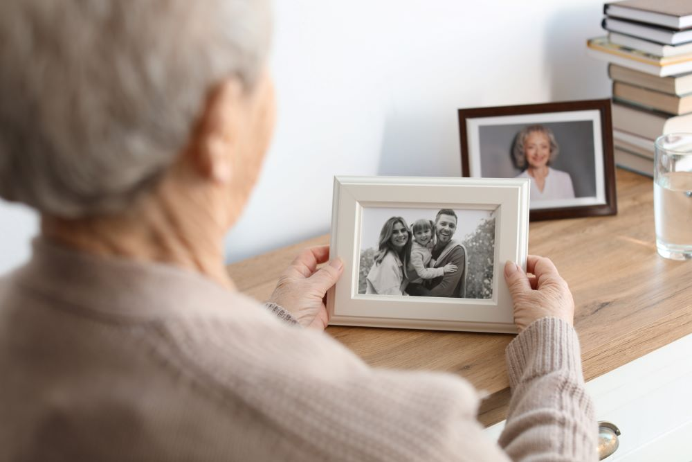 Meaningful Christmas Gift Ideas For Your Mom - Photo Frames and Home Decor