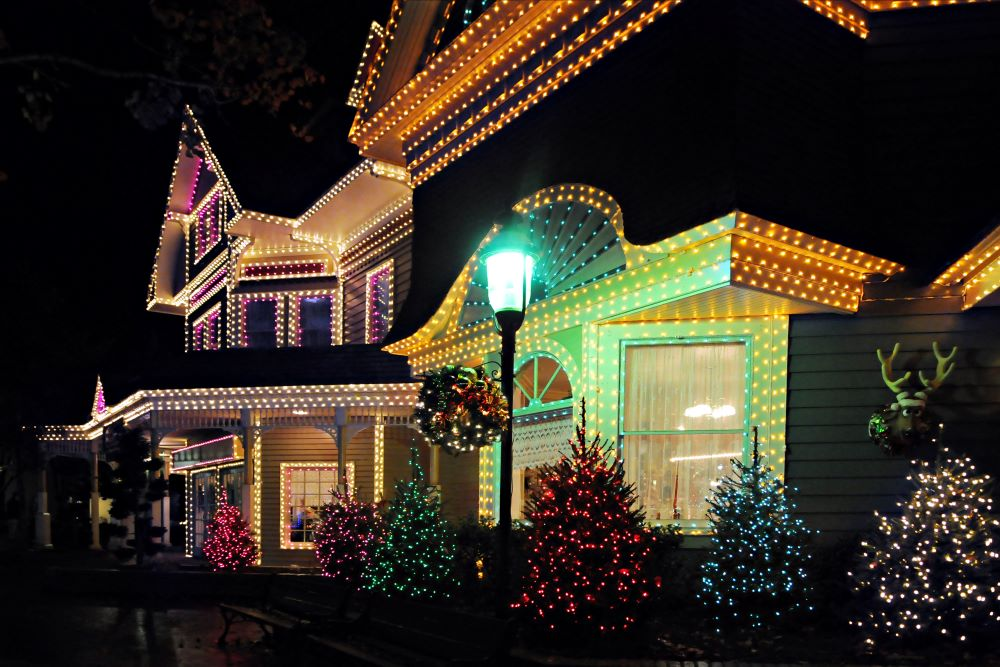 Christmas Activities To Do As A Family - Look at Christmas lights