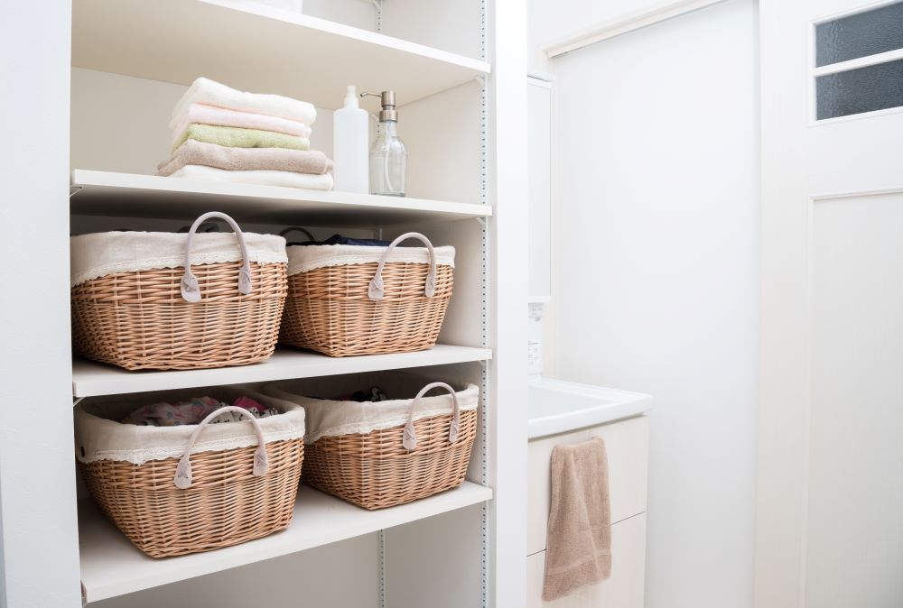 Organizing Your Linen Closet - use caddies for toiletries