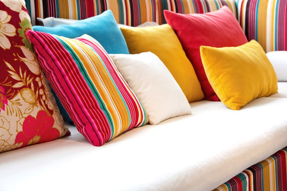 how to mix patterns in a room - cohesive color scheme