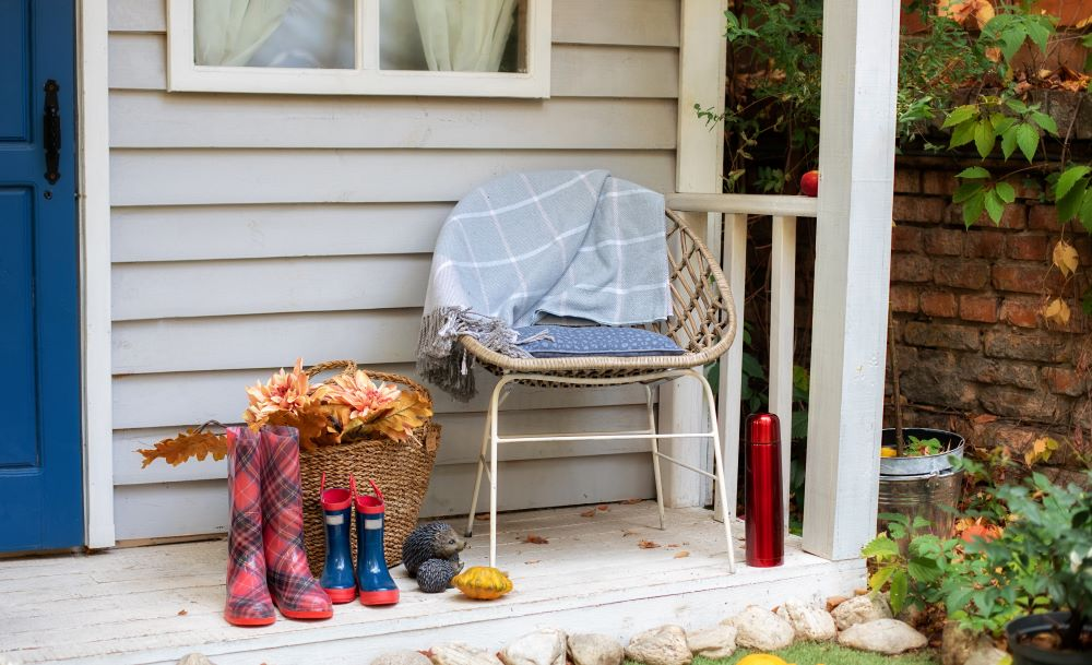 How To Make Your Porch Cozy For Fall -outdoor blankets and pillows
