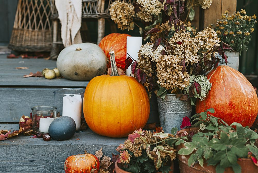 How To Decorate Using Fall Colors - fall porch decor