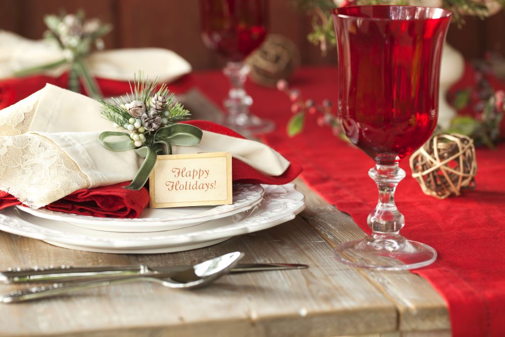 How To Decorate A Christmas Dining Table - Christmas place settings