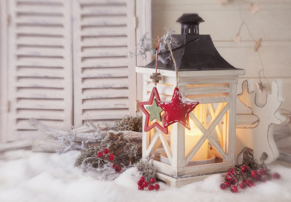 Country Christmas Decorating Ideas - rustic lantern